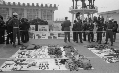 제400차 군사정전위원회의(무장간첩, 포항해상침투, 한강하류침투, 휴전선 침투) 노획 증거물 전시  #1796