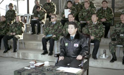 노무현 대통령 연말 국군부대 방문, 장병과 오찬  #277168