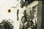 연무동 재활원 주택에서 어머니와 아내 사촌누이와 여동생