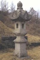 강석덕 묘지 장명등
