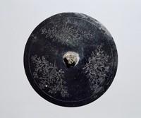 동제 음각 모란 무늬 원형 거울
